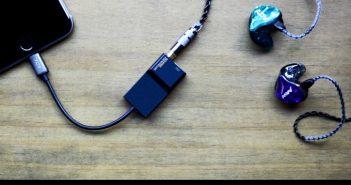 ล้ำหน้าโชว์ Accessport ชาร์จพร้อมฟังบน iPhone 7 แต่พิเศษตรง Powered by AAW