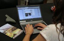 """ล้ำหน้าโชว์ facebook-214x140 เฟซบุ๊กปิดใช้งาน Ticker หรือ """"แถบเสือก"""" อย่างถาวร"""